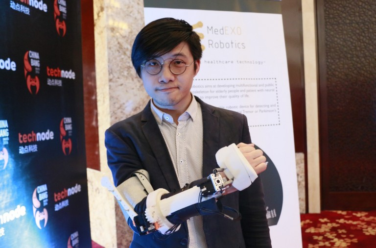 Stabilize your arm with MedEXO's bionic arm
