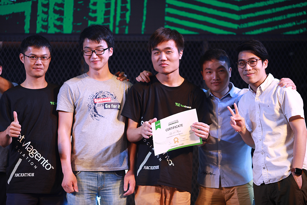 The Fun Tech team receiving their prize. (Image credit: Bob Zheng)