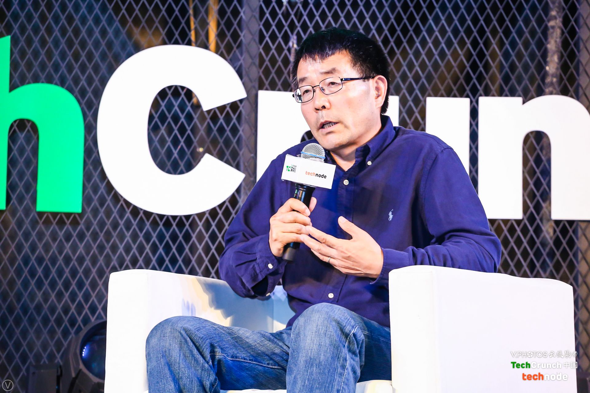 "Dr. Fengmin Gong speaking at a panel called ""Big Data Benefits for Urban Transportation"" at TechCrunch Shenzhen 2017."