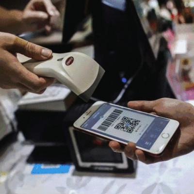 Users making payment through Alipay (Image Credit: WiFi Connected)