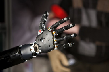 Brain-Controlled_Prosthetic_Arm