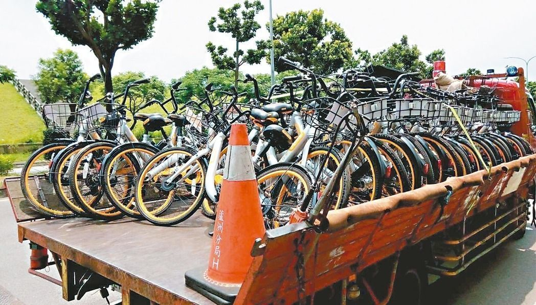 oBikes being removed (Image credit: Xinbei city police department)