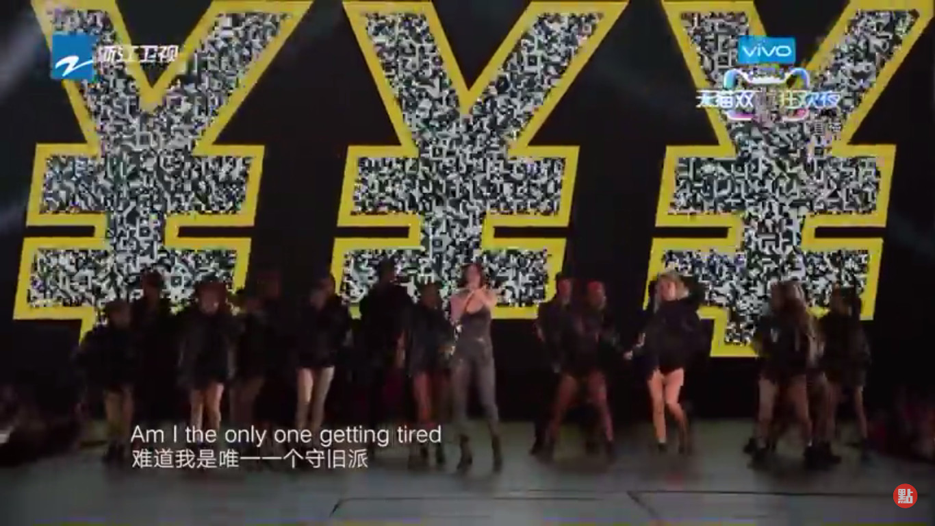 "British singer Jessie J singing ""It's not about the money"" without a hint of irony during the performance od her hit single ""Price Tag"" during 2017 Singles Day gala organized by Alibaba. Screenshot from YouTube."