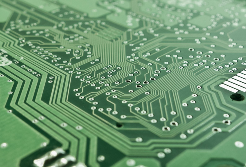motherboard-chip-hardware-uai-800x544