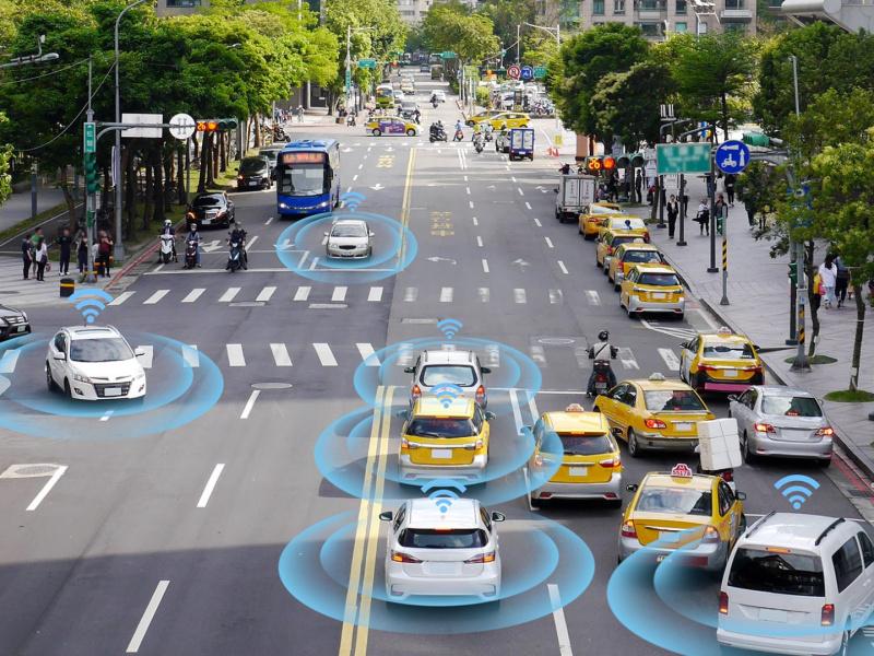 bigstock-Smart-Car-Self-driving-Mode-V-260101189-uai-800x600