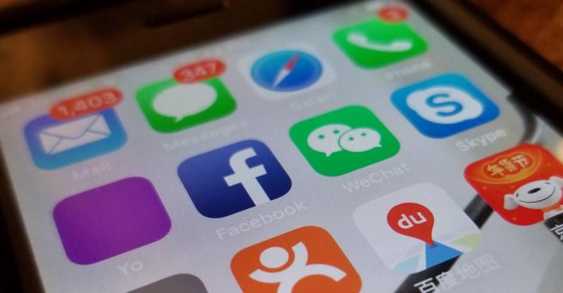 Facebook-vs-wechat-uai-800x416