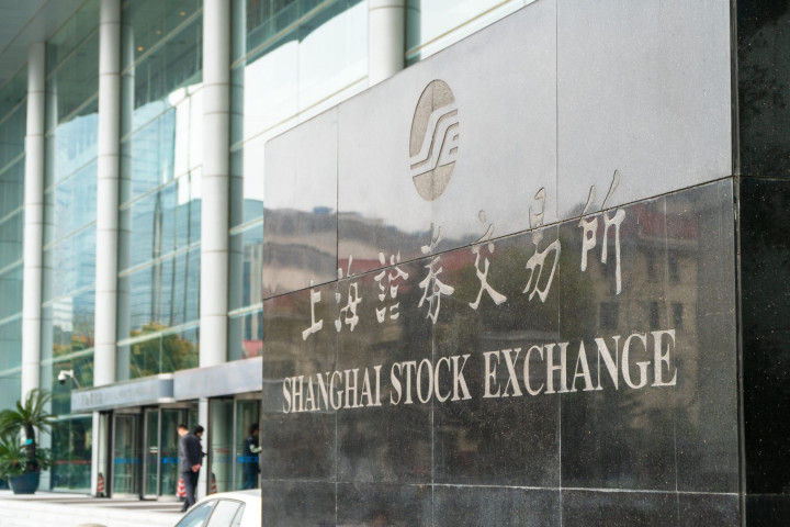 Visitors enter the Shanghai Stock Exchange located at the Lujiazui Financial District in Pudong, China on April 4, 2019. (Image Credit: TechNode/Eugene Tang)