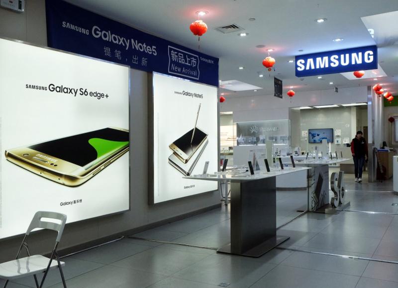 bigstock-BEIJING-FEBRUARY-Samsung-158878754-uai-800x579