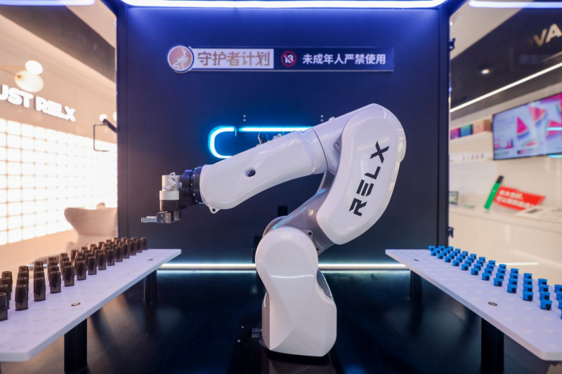 technode.com-chinese-e-cig-startup-relx-launches-flagship-shops-john4985-1-uai-800x533